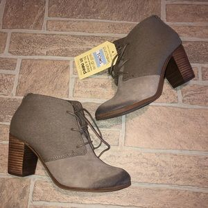 Toms Stacked Heel 8.5 NWT Distressed Toe